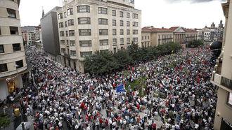 Miles de personas se manifiestan contra la imposición del euskera