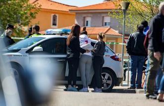 TRÁGICO SUCESO : Muere una mujer tiroteada y su hijo de 12 años resulta herido cuando le llevaba al colegio en un pueblo de Toledo