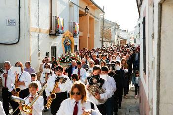 Fuentenovilla honra a sus patronos, la Virgen del Perpetuo Socorro y San Isidro Labrador
