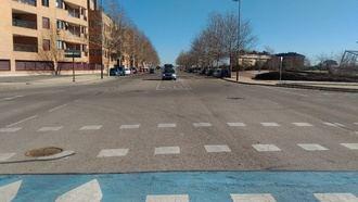 Una glorieta regulará el tráfico en la intersección de la Avenida del Parque y la calle La Encina de Valdeluz