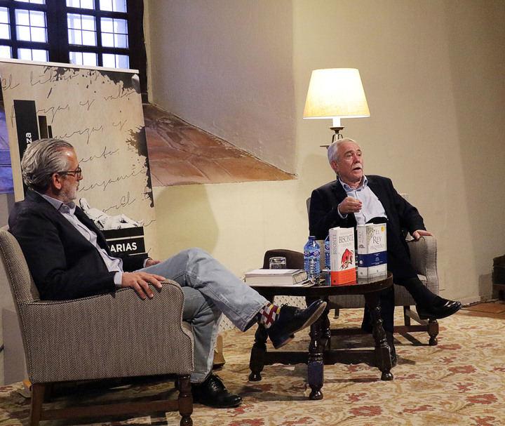 """Antonio Pérez Henares ha protagonizado la XI Velada Literaria de Sigüenza : """"La Prehistoria es la Edad de Oro de la Humanidad"""""""