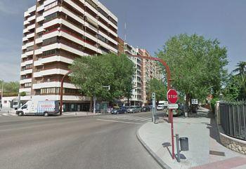 Una mujer iba rompiendo retrovisores por la calle Toledo hasta que fue 'pillada' por la Policía Local