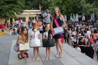 'El lago de los cisnes' y 'Yo hice la EGB', mejores disfraces infantiles de San Roque