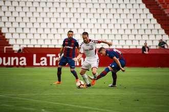 Un gran Alba remonta e ilusiona a su afición pese a caer en penaltis