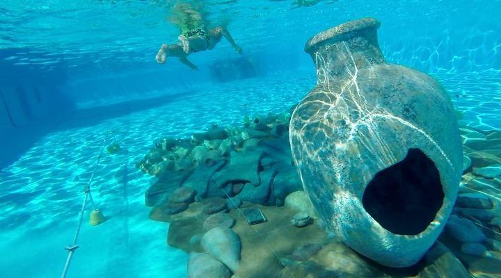 Alovera cierra la temporada de baño veraniega simulando un naufragio para festejar el Año Europeo del Patrimonio Cultural