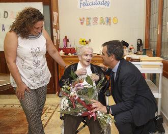 El alcalde de Guadalajara felicita a Ana Morena en su 107 cumpleaños