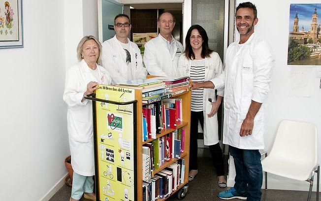 El Hospital de Guadalajara pone en marcha una biblioteca circulante que ofrece más de 200 títulos a los pacientes oncológicos
