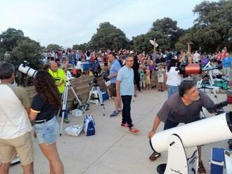 Más de 800 personas siguieron el eclipse total de Luna con AstroYebes desde el bosque de Valdenazar