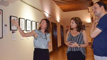 La Biblioteca pública de Guadalajara acoge la exposición 'Tejiendo la historia', que visibiliza a través de retratos la figura de mujeres artistas