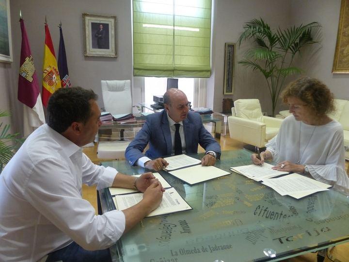 Diputación colabora con el programa de apoyo a la maternidad en situación de dificultad de Red Madre
