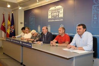 El presidente de la Diputación firma convenios de colaboración con cinco asociaciones de la provincia