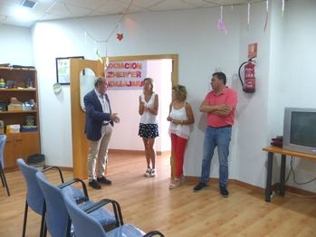 El presidente de la Diputación visita la Asociación de Enfermos de Alzheimer en la capital