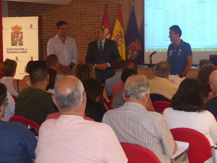 Más de medio centenar de alcaldes y concejales se forman sobre la Ley de Contratos en un curso organizado por la Diputación