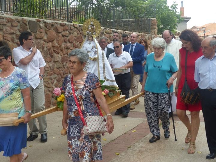 Latre asiste en Alpedroches a la inauguración de las obras de la iglesia acometidas con la ayuda económica de la Diputación