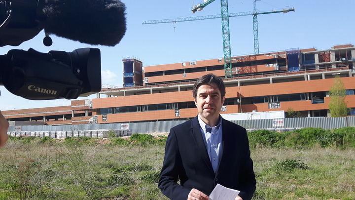 """El PP exige explicaciones en las Cortes sobre """"los 'obreros figurantes' que van con Page cuando visita las obras del Hospital de Guadalajara"""""""