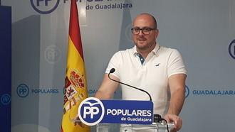 """Castillo denuncia """"el acoso del PSOE a las clases medias con medidas como la subida del precio del billete de Cercanías"""""""