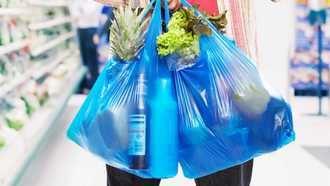 Los consumidores deberán pagar a partir de este domingo por cada bolsa de plástico que reciban