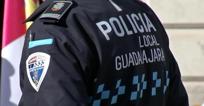Detenido un conductor ebrio que chocó con un muro del centro de mayores 'La Rosaleda' en Guadalajara