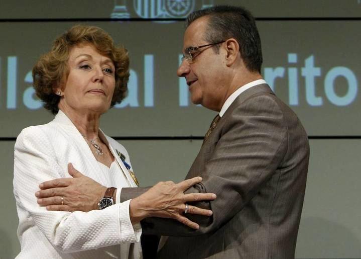 Ussía saca los colores a Rosa María Mateo por 'su purga en toda regla' en RTVE : 15 cambios en tres semanas