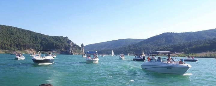 Celebrada en Entrepeñas la procesión marinera en honor a la Virgen del Carmen