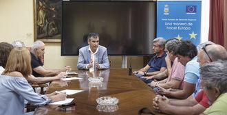 Román renueva la RTP del Ayuntamiento de Guadalajara que crea 30 puestos de trabajo y mejora los salarios
