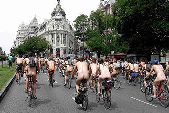Ruta Seminudista y Nudista abierta en Bicicleta por la Emigración