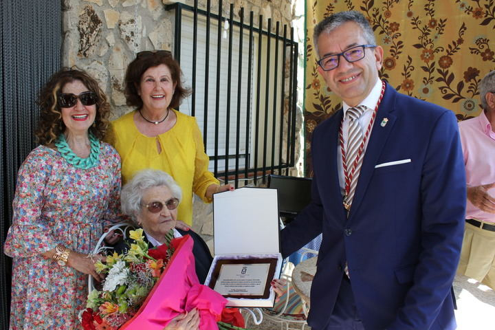 Yebes homenajea a su primera centenaria, a la que el pueblo acogió hace más de 45 años