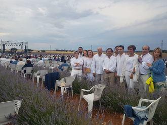 Diputación escenifica su compromiso a la Fundación Nipace en el concierto solidario 'Los Aromas'