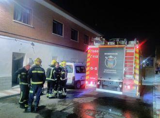 Un incendio en Marchamalo termina con dos ancianos en el Hospital por inhalación de humo