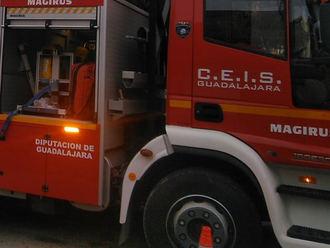 Los bomberos evitan que una fuga de gasoil llegue a la red de abastecimiento de Molina de Aragón