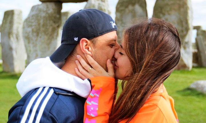 ¡HOLA! Las fotos que confirman el romance de Chicharito con una modelo australiana