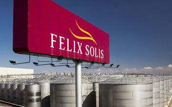 Se concentran ante la empresa Félix Solís para que se negocie el convenio vinícola de Ciudad Real que afecta a 8.000 trabajadores