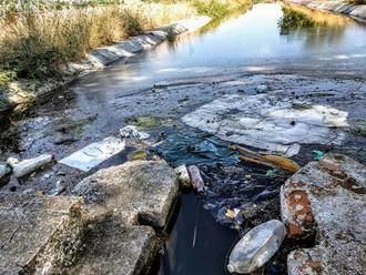 Izquierda Unida de Azuqueca denuncia en estado del río Henares a su paso por el municipio