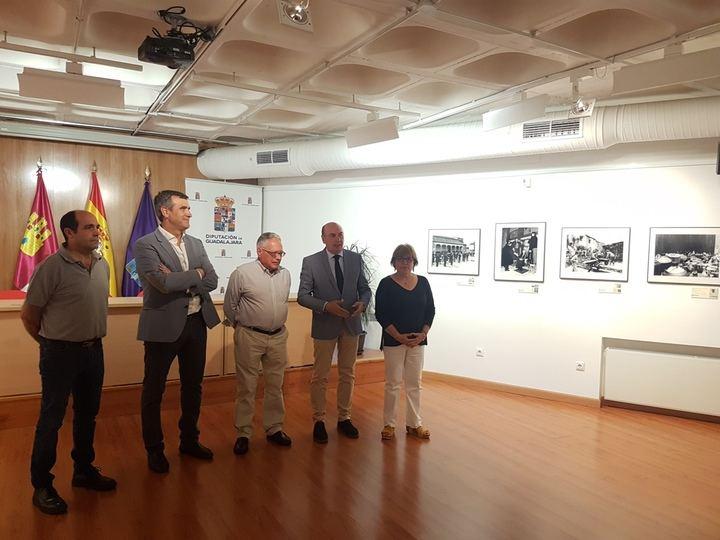 El presidente de la Diputación anima a visitar las exposiciones del Centro San José con motivo de las Ferias y Fiestas