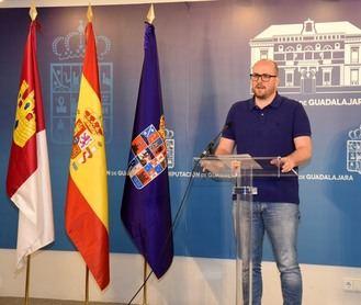 """Castillo se pregunta """"qué hizo el portavoz socialista, Julio García, para evitar el cierre de la Escuela de Vela bajo el mandato del PSOE"""""""
