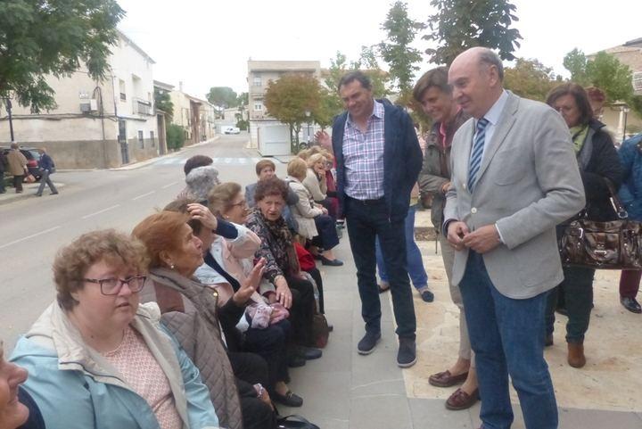 El presidente de la Diputación felicita a la Federación de Amas de Casa por la labor que realiza desde hace 50 años