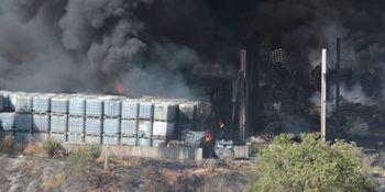 """""""Dos años desde el incendio de la planta de KUK sin que se hayan retirado aún los residuos"""""""