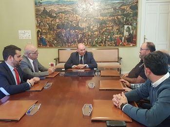Latre firma dos convenios de colaboración de apoyo al Basket Azuqueca y al Guadalajara Basket