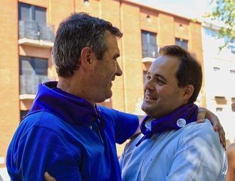 El precandidato a suceder a Cospedal en el partido Paco Nuñez con Román en la Paella Solidaria del PP en Guadalajara