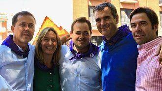Los candidatos a suceder a Cospedal en el partido Núñez y Velázquez saludan a Román en la paella solidaria del PP de Guadalajara