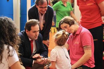 El presidente del PP de Castilla-La Mancha, Paco Núñez, ha visitado este lunes en Guadalajara las instalaciones de NIPACE
