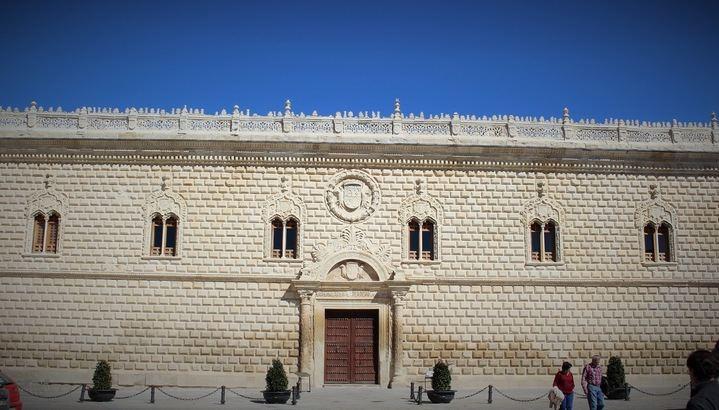 La Policía Nacional recupera un capitel desaparecido de unos 130 kilos del Palacio Ducal de Cogolludo