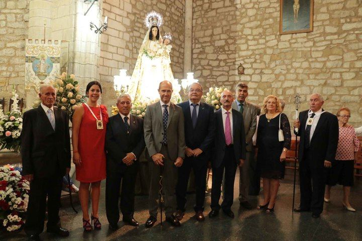 Pareja celebra hoy el día de la Virgen de los Remedios