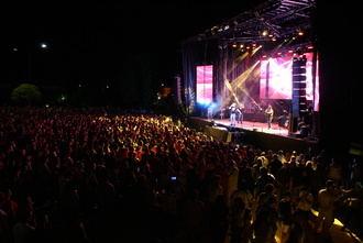 Locura total en Pozo de Guadalajara por Andy y Lucas, diez mil personas entre el público para pulverizar todas las expectativas