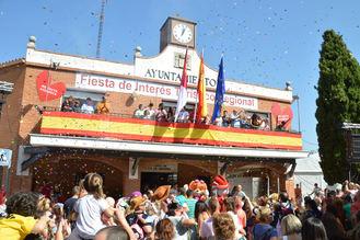 El primer pregón infantil reúne a alrededor de 1.500 personas en la plaza de La Constitución de Azuqueca