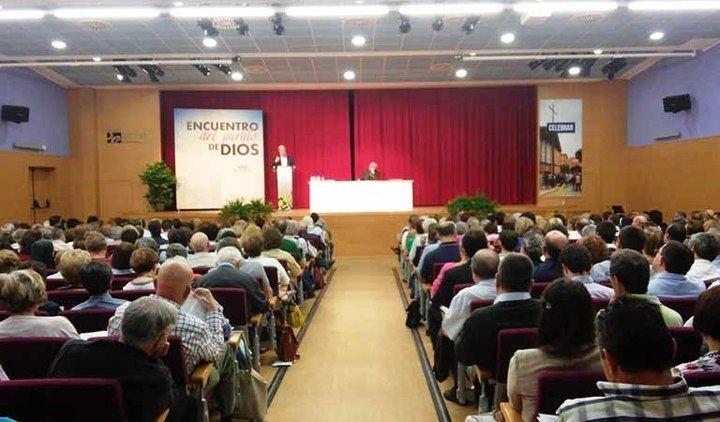 Don Atilano presenta los motivos del Sínodo Diocesano a 400 personas
