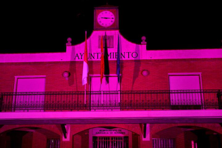 El Ayuntamiento de Azuqueca se iluminará este viernes de color rosa con motivo del 'Día contra el cáncer de mama'