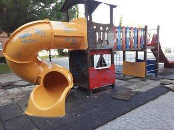 'Pillan' a uno de los que están vandalizando sistemáticamente el parque de la calle de La Barca en Guadalajara