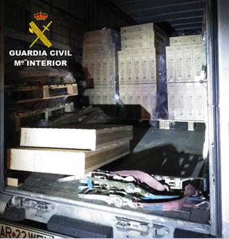 La Guardia Civil detiene a dos personas en Torija por robar 78 televisores de un camión