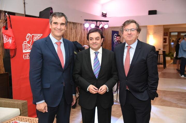 En el centro, Jorge Badel Director Técnico de la Correduría, acompañado a su izquierda por Higinio Iglesias, Consejero Delegado de E2K y a su derecha, por Antonio Roman, Alcalde de Guadalajara.